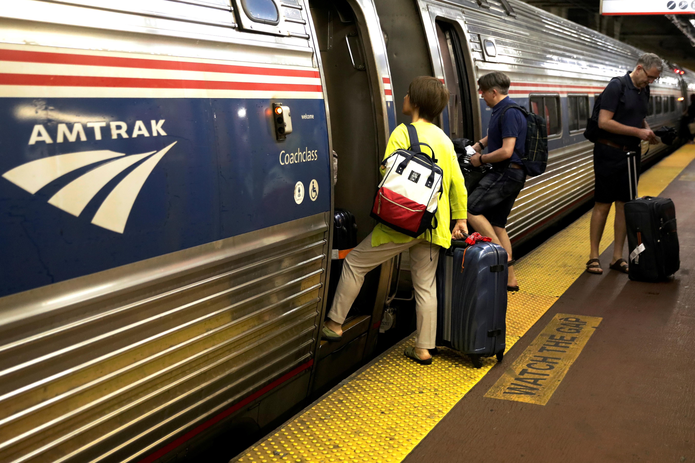 U.S. transportation chief backs rehabilitation of key NYC rail tunnel