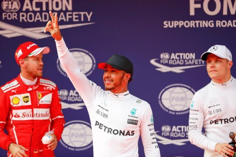 Hamilton pips Vettel to Chinese GP pole