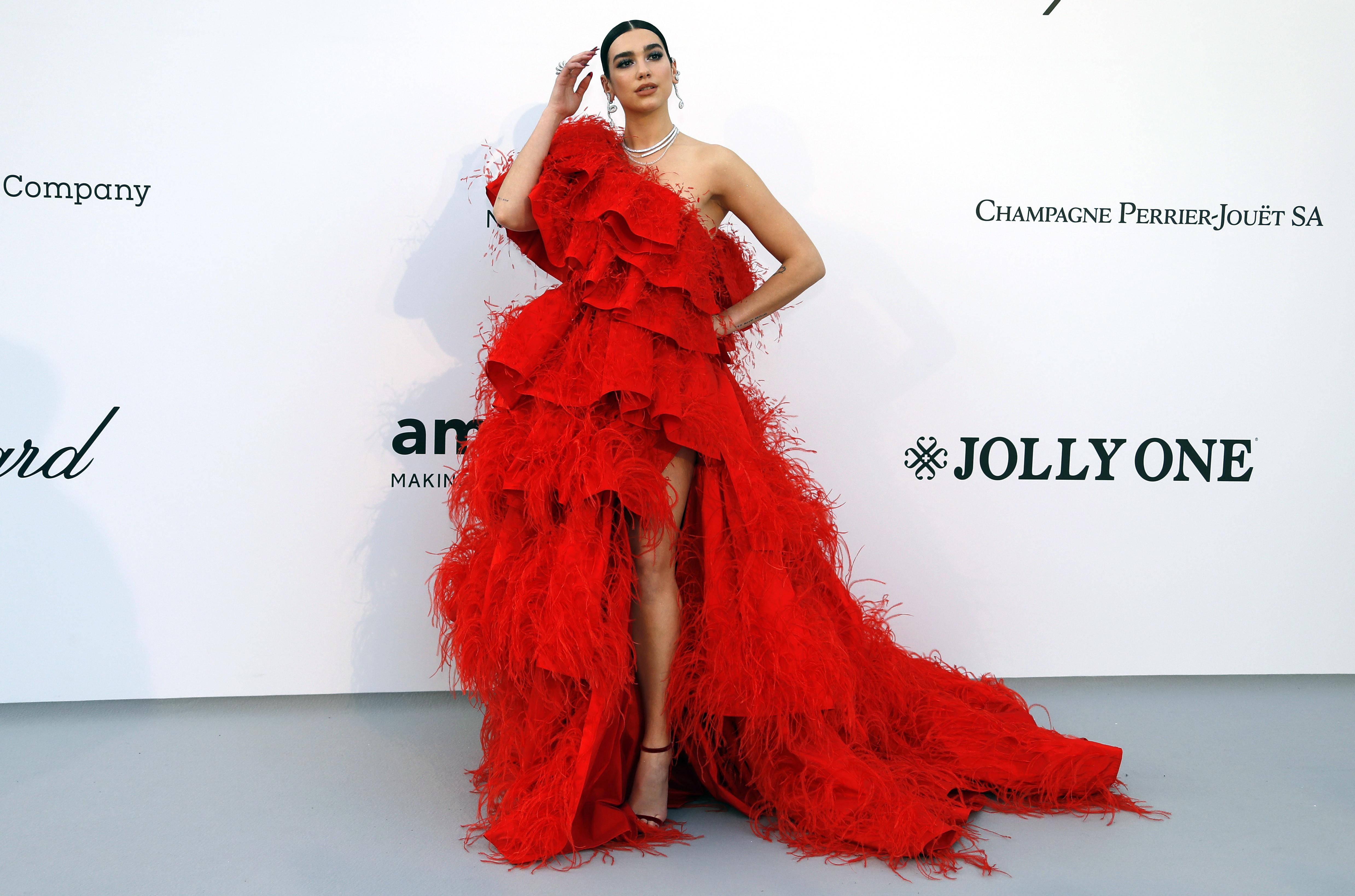 Tom Jones, Pamela Anderson crank up the glamor at Cannes fundraiser for AIDS