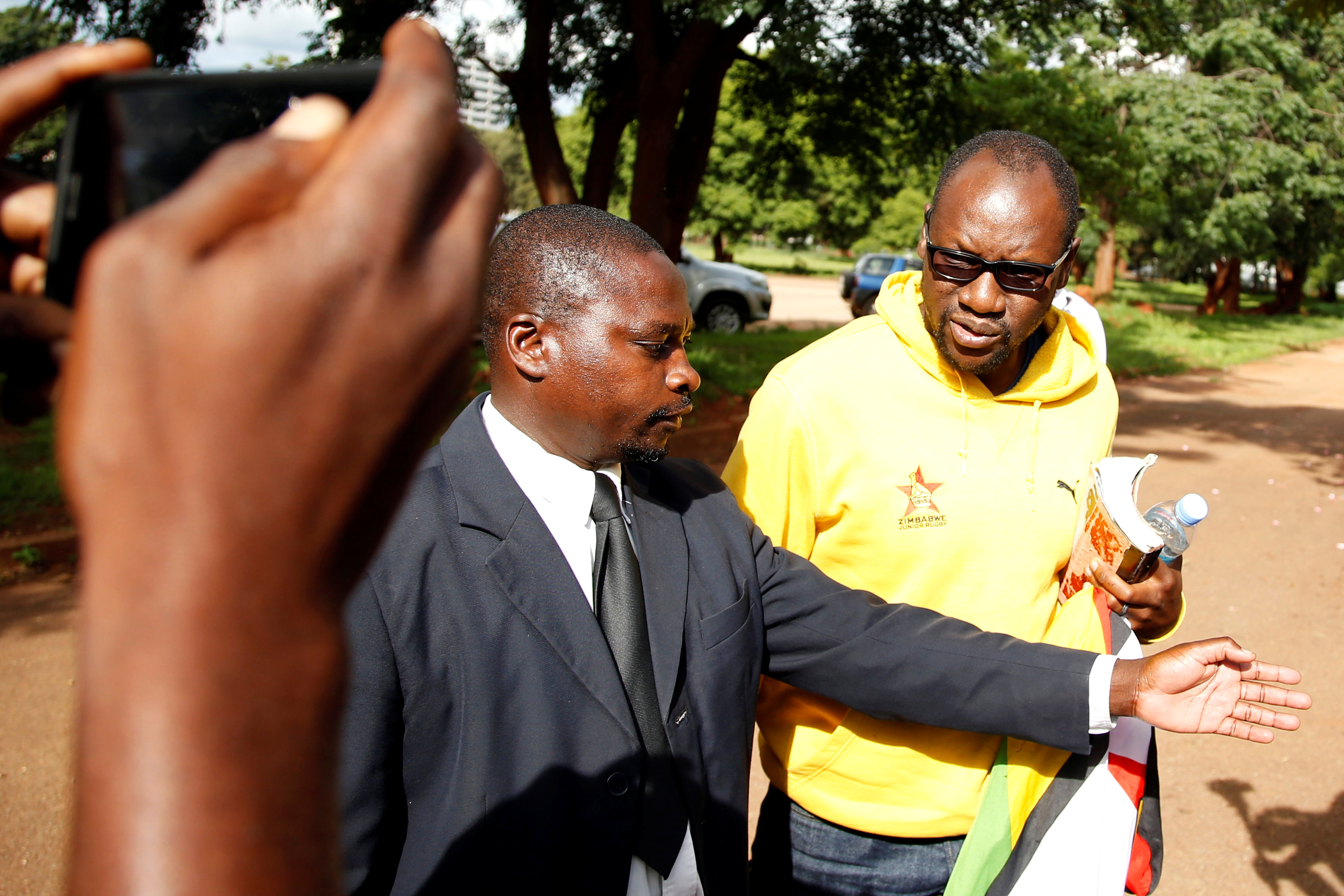 Zimbabwe doctors treat 68 for gunshot wounds, police arrest hundreds
