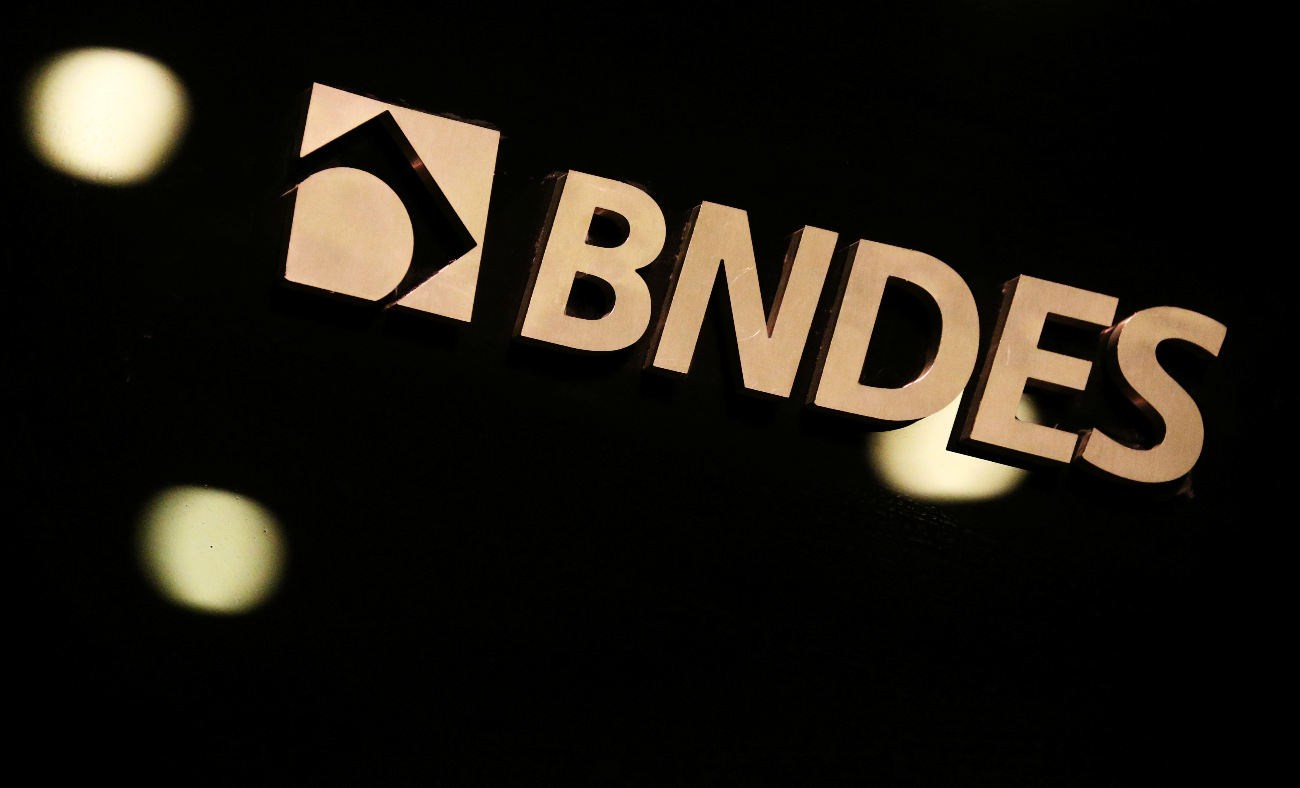 Nothing changes at Brazil's BNDES after departure of director: CEO
