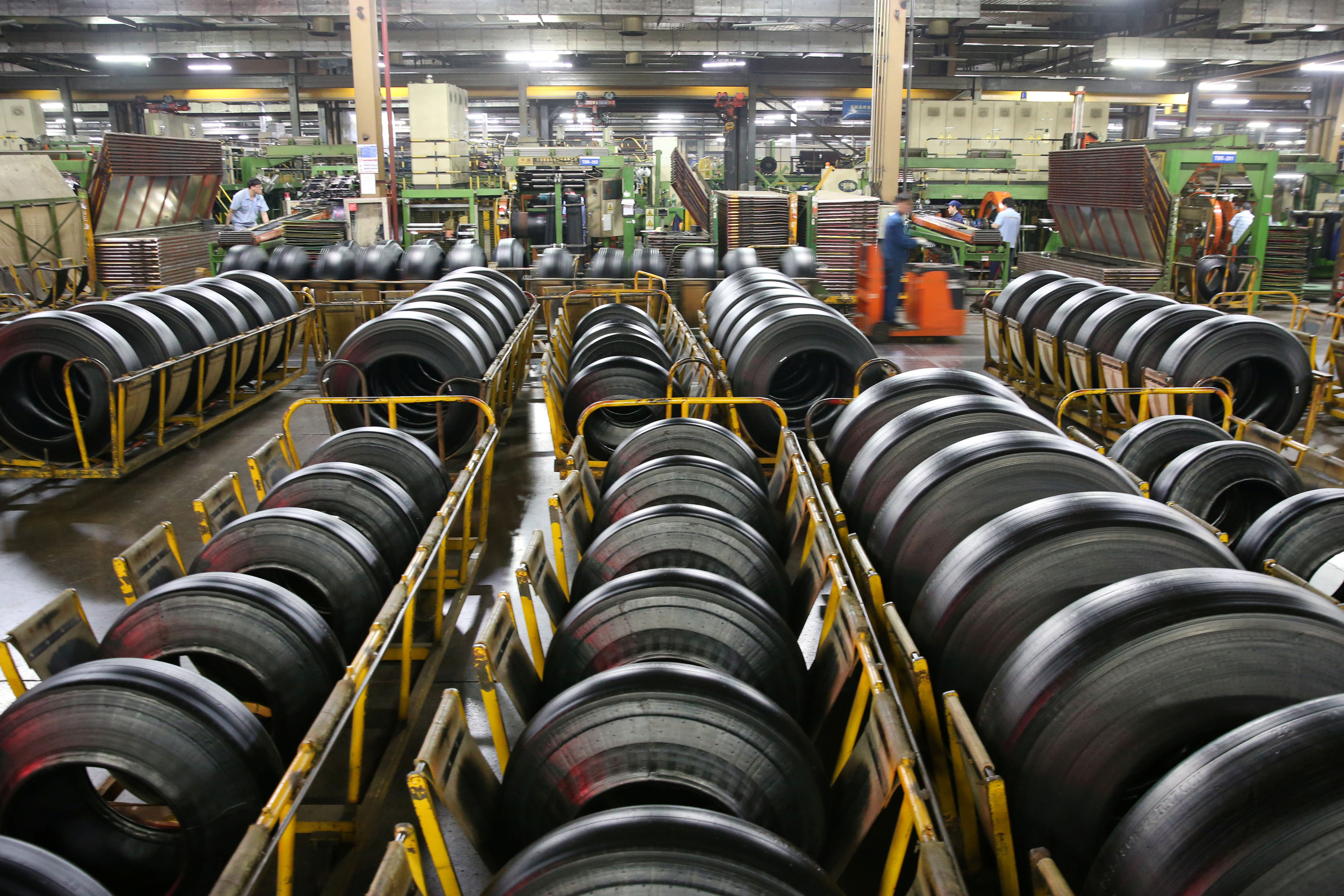 China's Aug industrial profits fall as headwinds hit firms