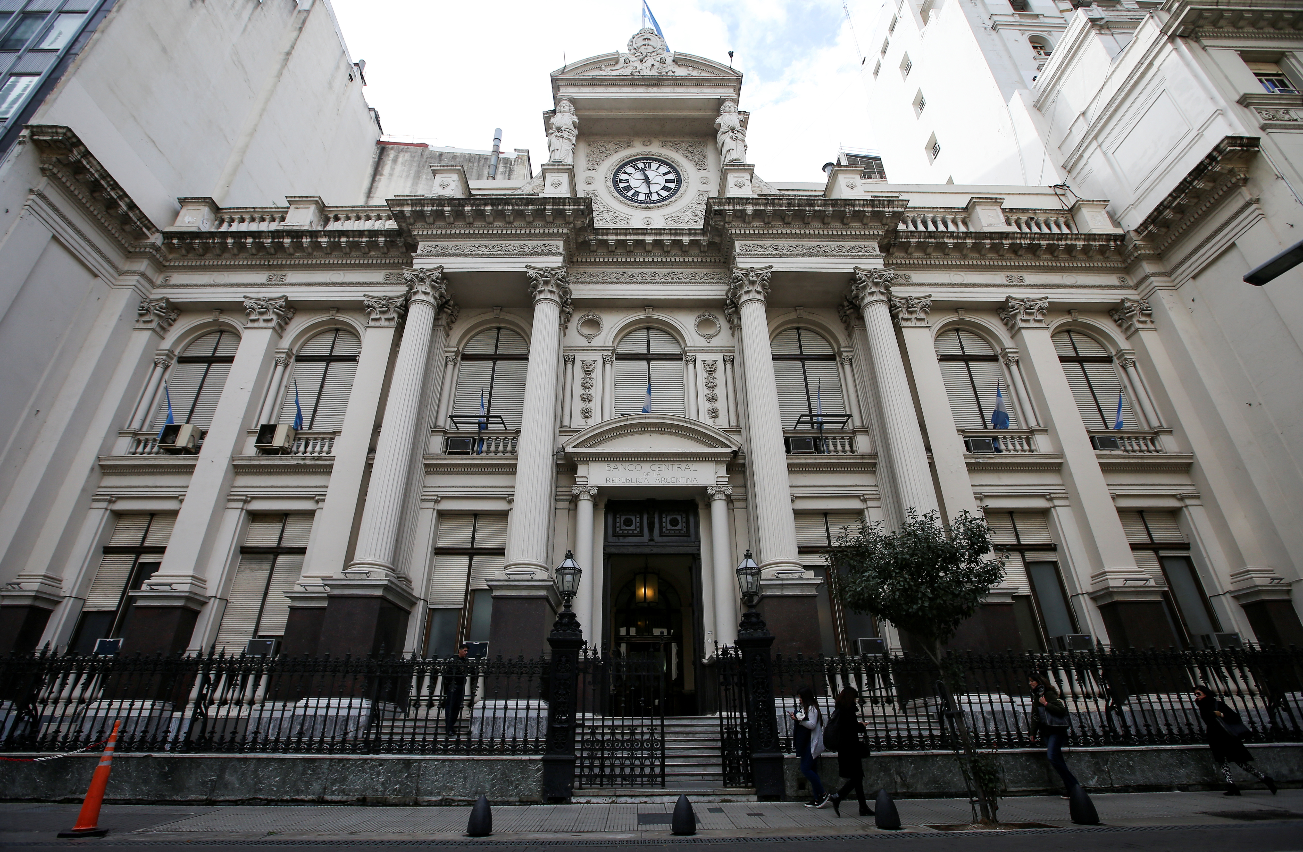 Argentina central bank cuts benchmark rate to 44%: statement