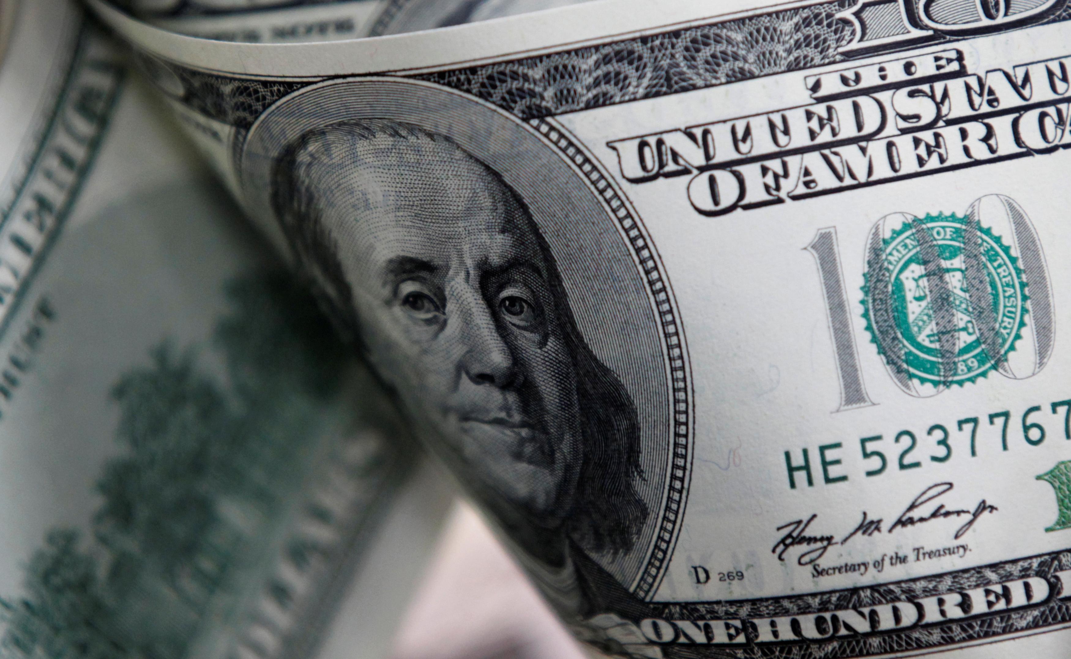 Dollar falls as oil attacks send investors to safety