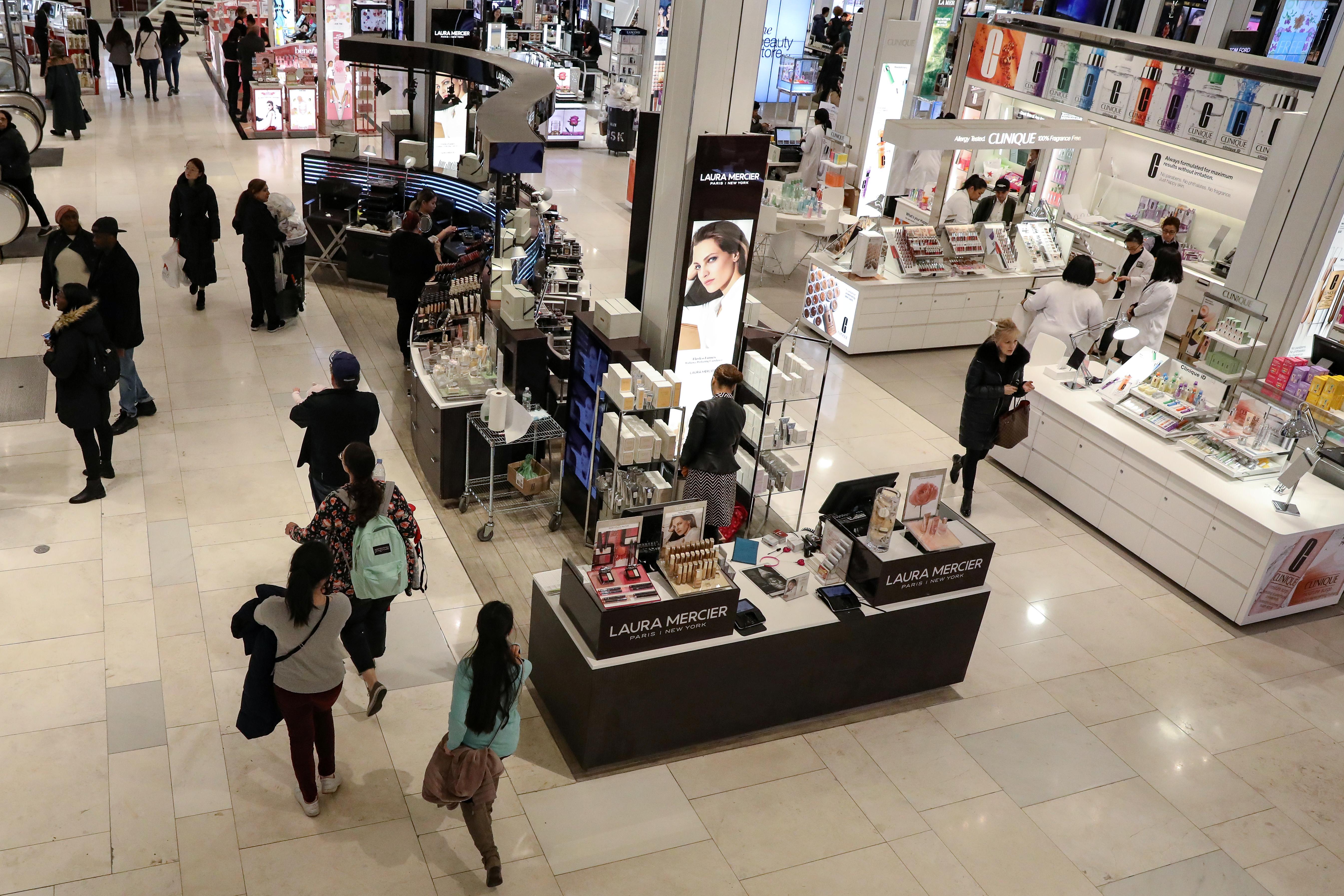 Weak U.S. retail sales cast shadow over slowing economy