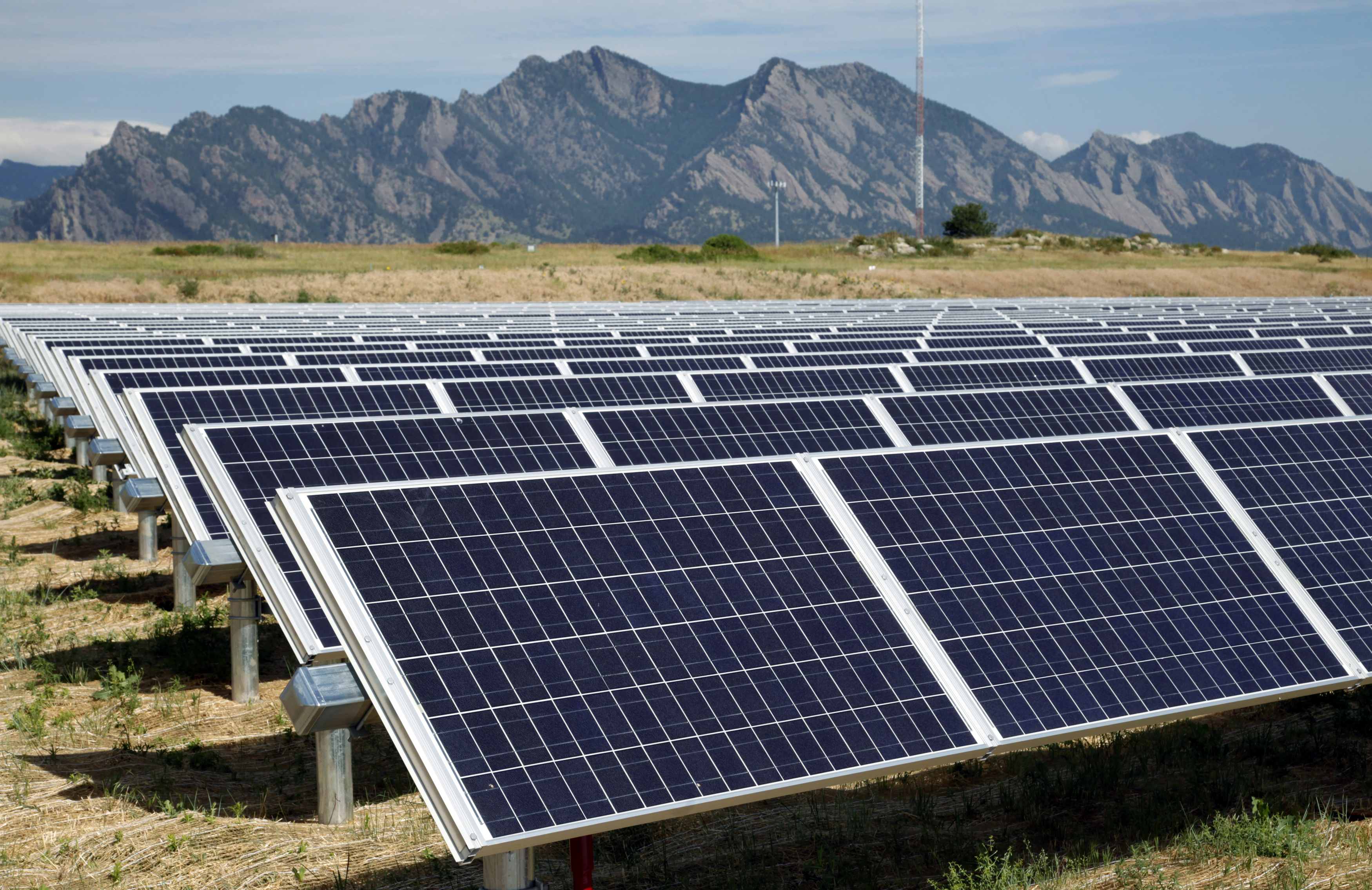 U.S. solar market growth slows this year as projects pushed back