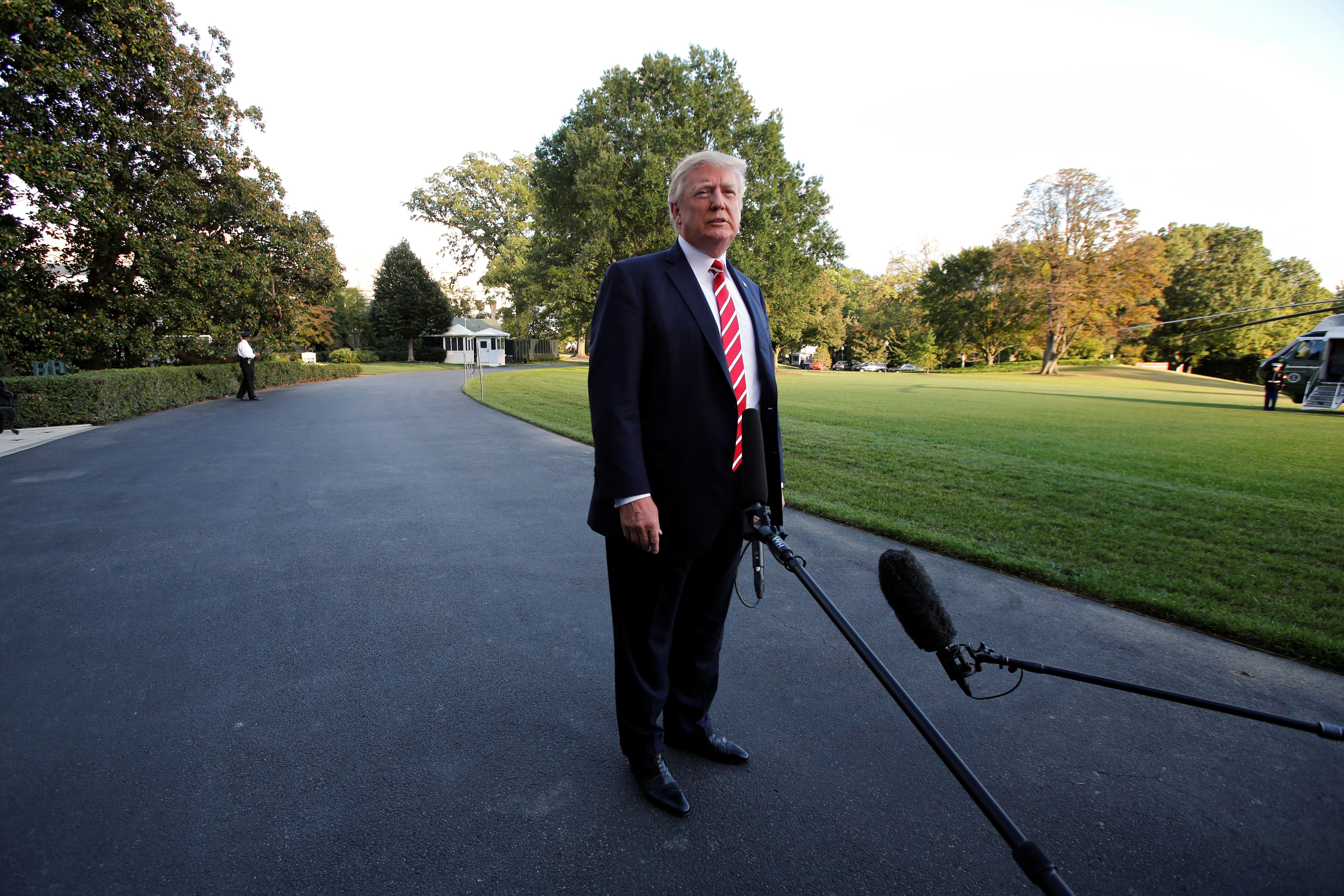 """ترامب يقول إنه """"لم يتفاجأ"""" بمزاعم التحرش بحق هارفي واينستين"""