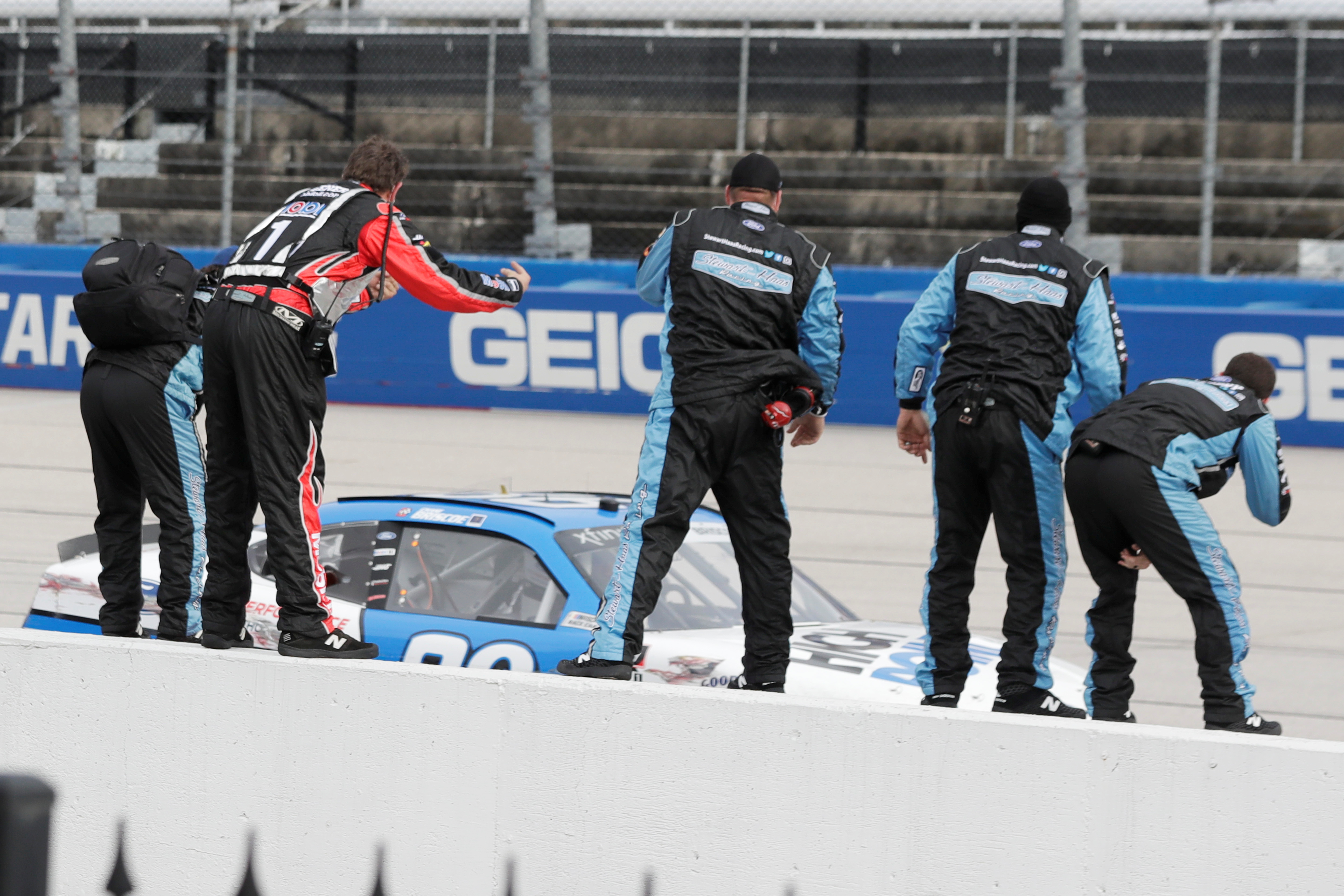 NASCAR back on track as F1 and IndyCar stuck in virtual world