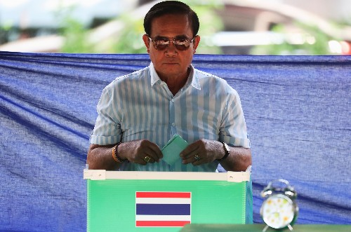 Thailand votes in face-off between coup leader and 'democratic front'