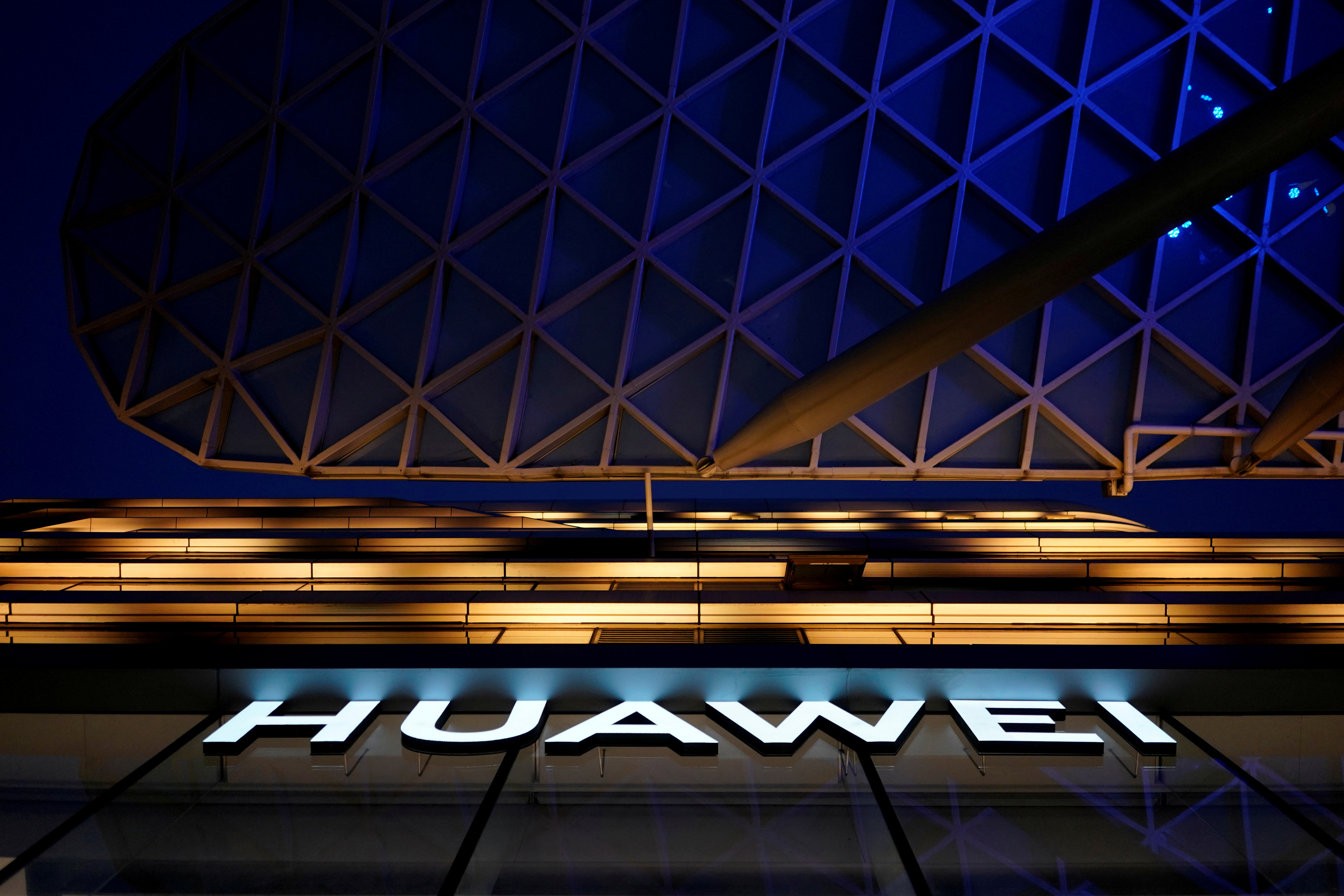 U.S. chipmakers quietly lobby to ease Huawei ban: sources