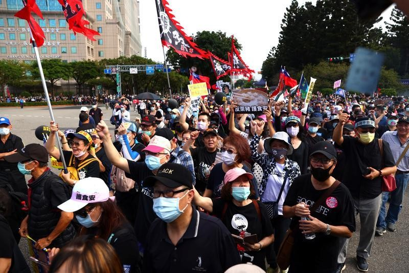 Thousands join Taiwan protest, anger focused on U.S. pork