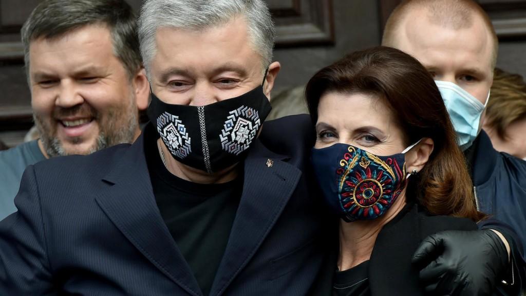 Экс-президента Украины Петра Порошенко госпитализировали с COVID-19
