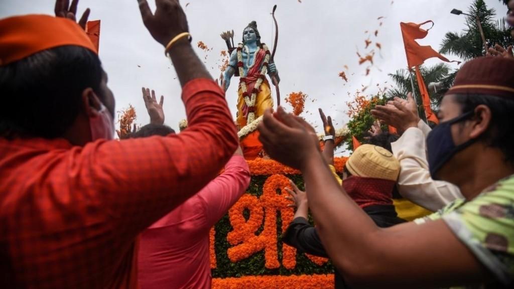 Inde: à Ayodhya, Narendra Modi pose la première pierre du temple de Ram