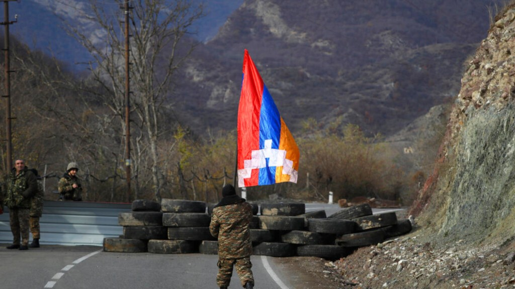 Лачинский район Нагорного Карабаха перешел под контроль Баку