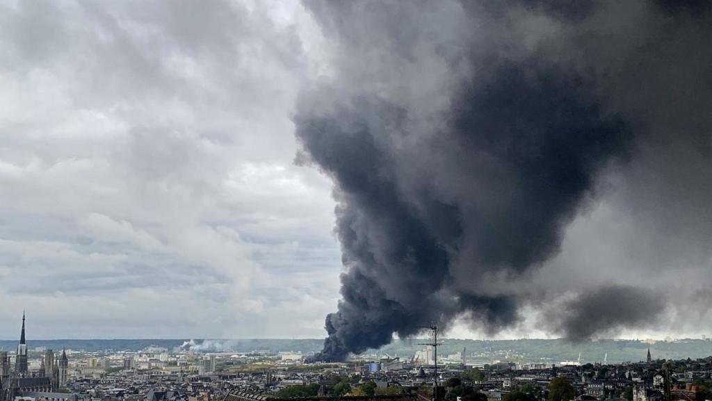 Un an après l'incendie de Lubrizol, le gouvernement présente ses premières mesures