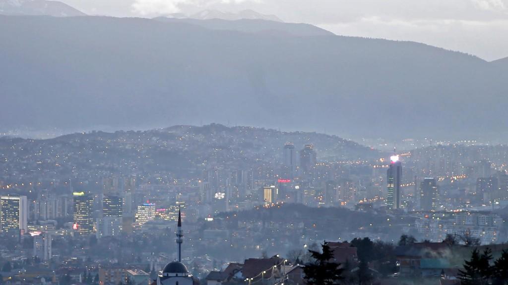 À la Une: Covid-19, les Balkans amorcent le déconfinement
