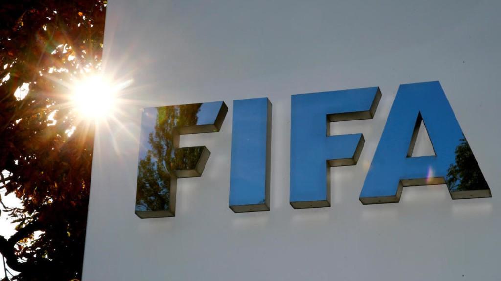 فیفا اساسنامۀ فدراسیون فوتبال ایران را رد کرد و برای اصلاح آن تا ١۶ خرداد به مقامات مسئول فرصت داد