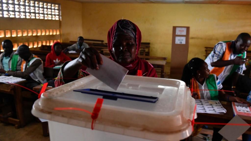 Présidentielle en Côte d'Ivoire: la Commission électorale tente d'éteindre les polémiques