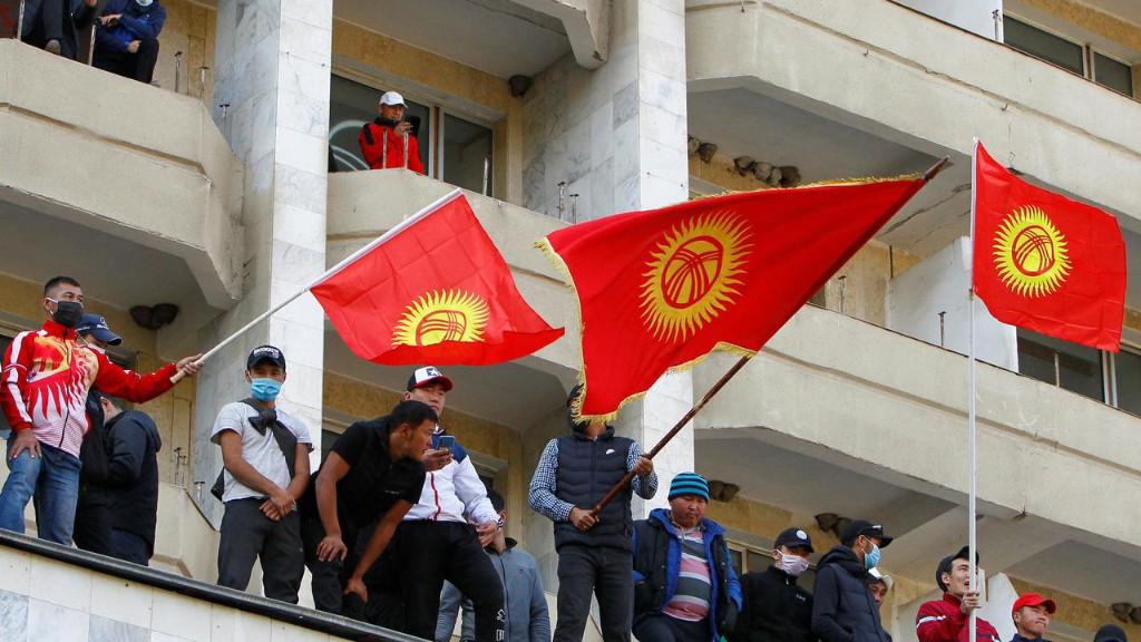 Неслучившаяся революция: в Кыргызстане поменялась власть, но осталось недоверие к ней в обществе