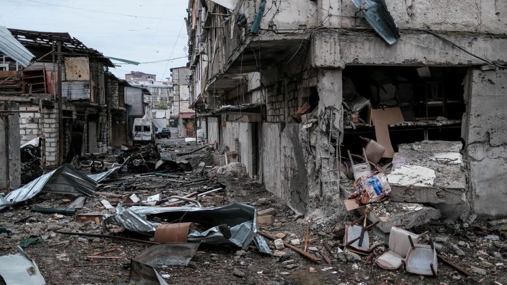 В ЕС осудили нарушения третьего соглашения о перемирии в Карабахе и призвали защитить население