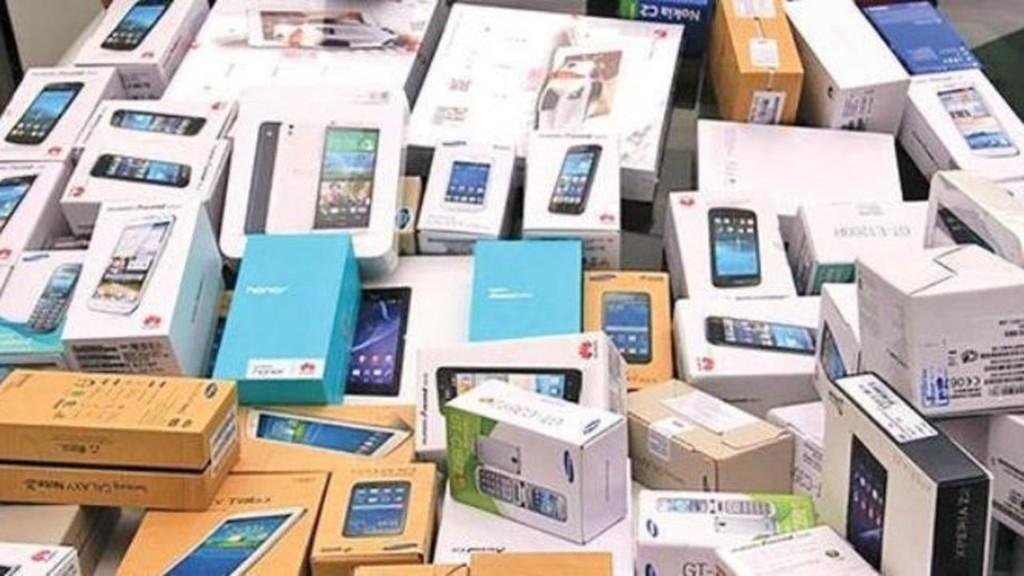 دولت ایران تصمیم ممنوعیت واردات تلفن همراه بالای ۳۰۰ یورو را لغو کرد