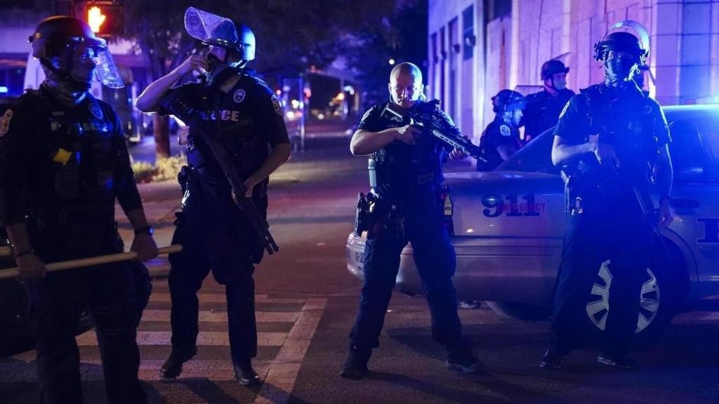 À la Une: nouvelle colère à Louisville