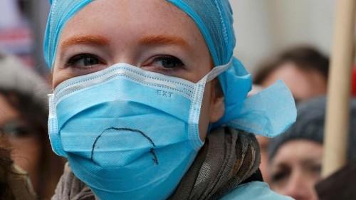 Crece la discriminación hacia el personal médico en Francia
