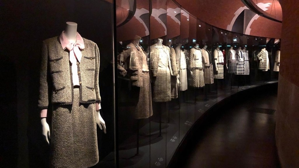Reportage culture - Mode: les créations de Coco Chanel à l'honneur au Palais Galliera