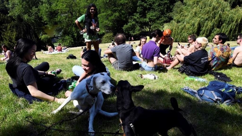 Coronavirus en France: les Parisiens savourent la réouverture des parcs