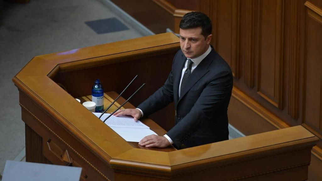Зеленский пообещал построить базы на Черном море. В Кремле ответили