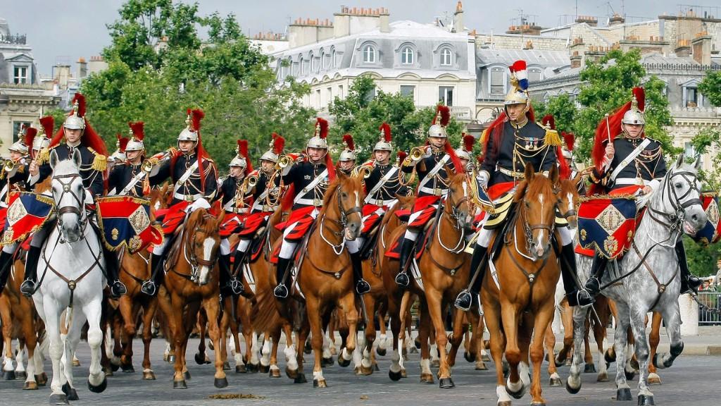 Ордена и фанфары: ремесленники на службе традиций армии Франции - RFI