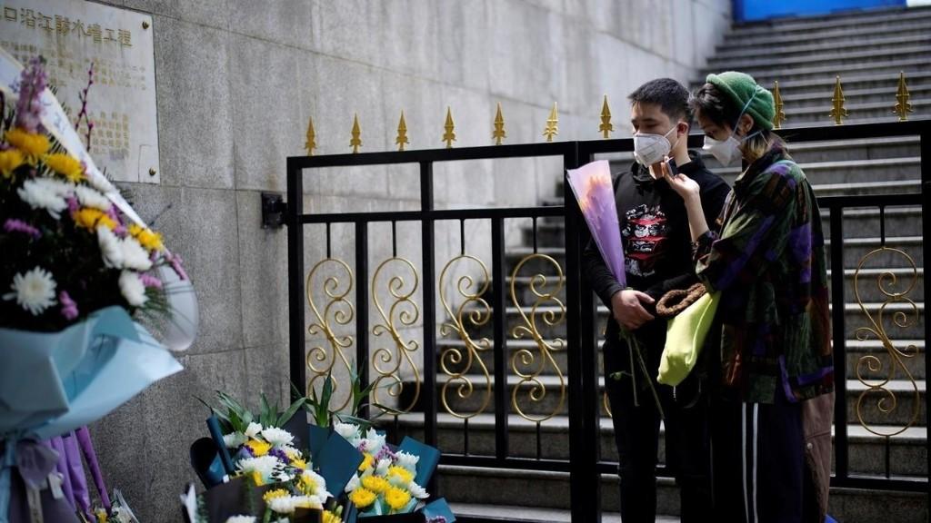 Chine: Wuhan, ville-martyr, se souvient de ses morts du coronavirus