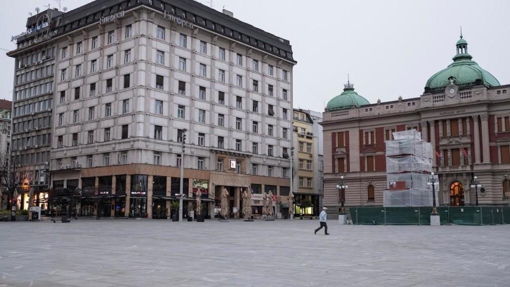 A la Une: Covid-19 en Serbie, la grande solitude des plus de 65 ans assignés à résidence