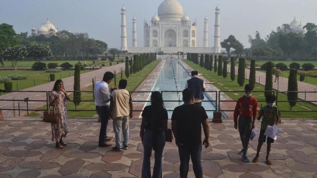 Inde: après six mois de fermeture, le Taj Mahal rouvre ses portes aux touristes