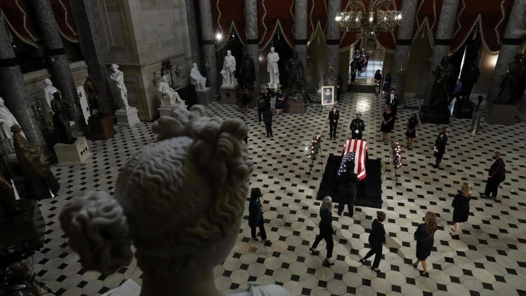 Divisé sur son remplacement, le Congrès rend un dernier hommage à la juge Ginsburg
