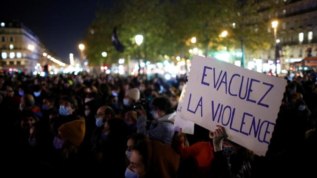 Pháp : Bộ trưởng Nội Vụ bị sức ép sau nhiều vụ bạo lực cảnh sát