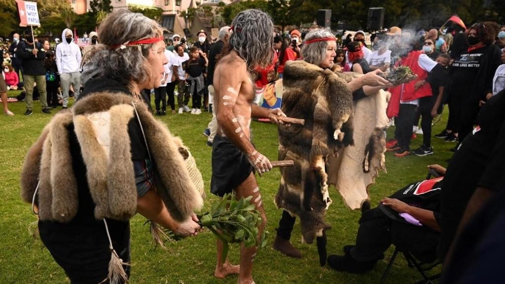 Australie: la communauté aborigène manifeste aussi face aux violences policières