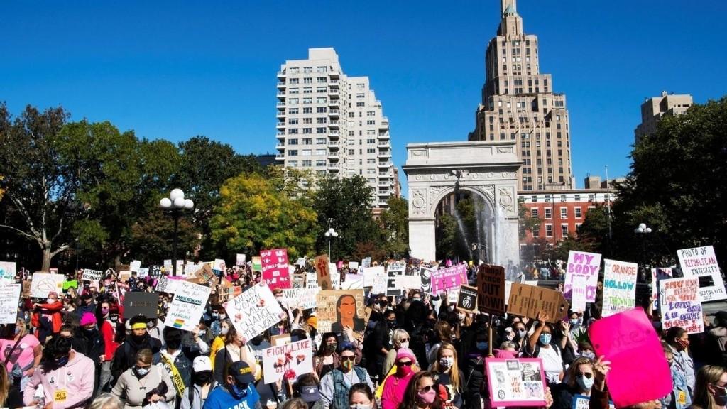 États-Unis: des milliers de femmes manifestent à New York contre Donald Trump