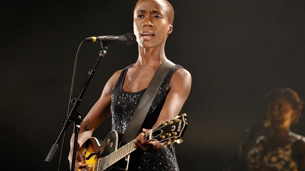 Mali shows support for singer Rokia Traore, arrested in France