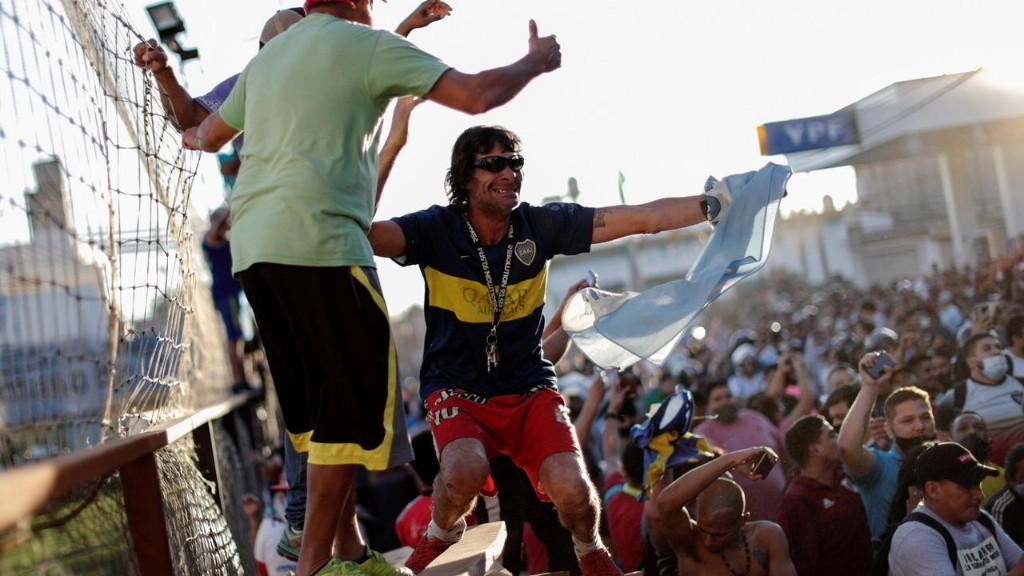 Achentina: Bạo động bên lề lễ tang cầu thủ Maradona
