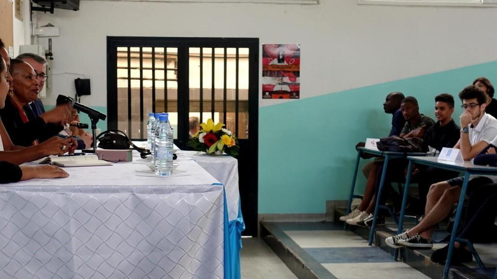 En visite au Sénégal, Christiane Taubira échange avec les lycéens de Dakar