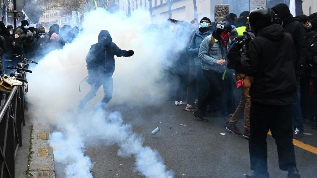 Loi «sécurité globale»: des manifestations dans toute la France, heurts à Paris
