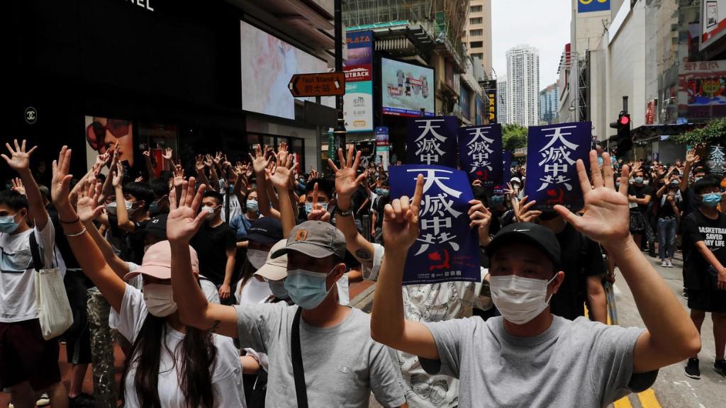 港人反国安法示威至少180人遭警方逮捕