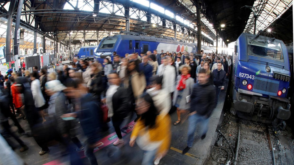 Réforme des retraites: appel à une «journée morte» dans les transports ce lundi