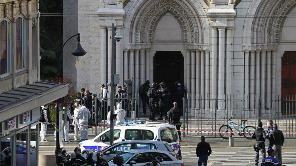 Не менее трех человек были убиты при нападении в Ницце