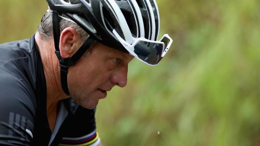 Quand Lance Armstrong oublie d'évoquer ceux qui ont soutenu ses mensonges