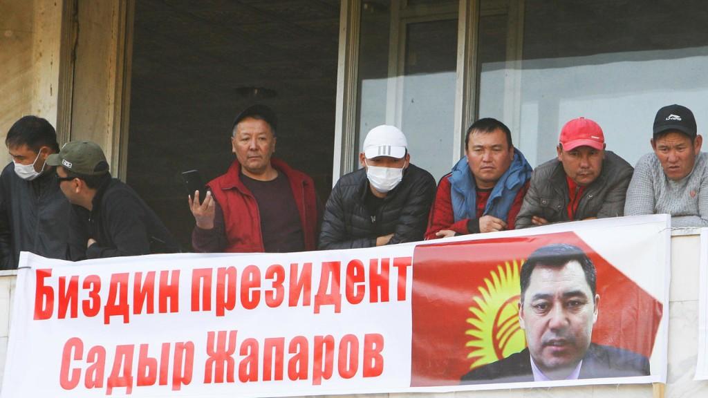 Премьер Кыргызстана заявил о переходе к нему полномочий президента