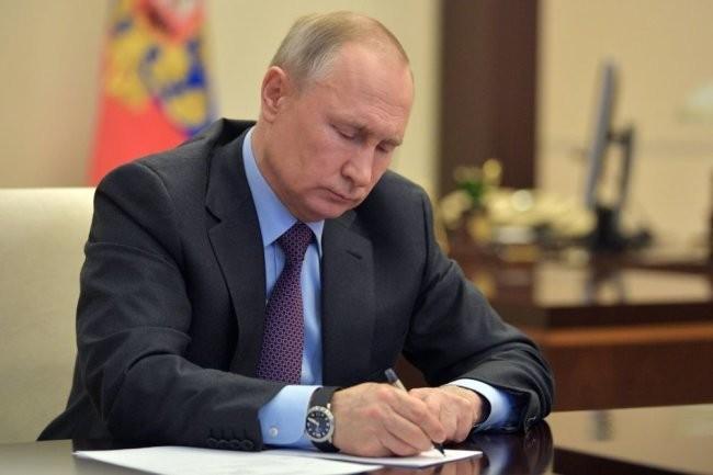 Путин подписал закон о кредитных каникулах для граждан и бизнеса