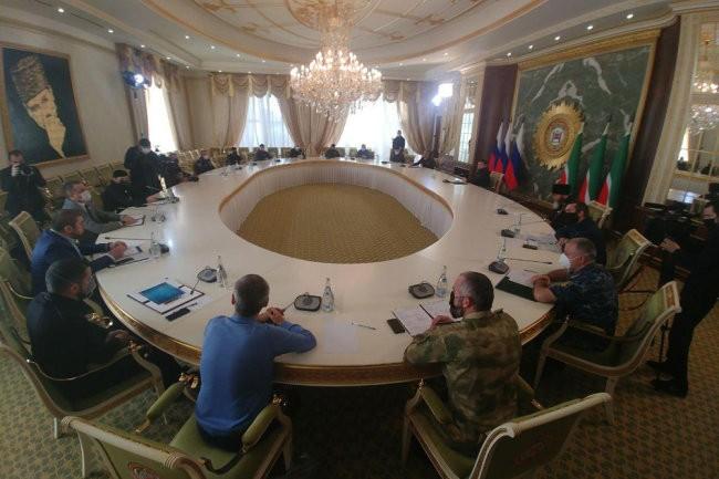 Кадыров лично провел совещание Оперштаба Чечни по коронавирусу