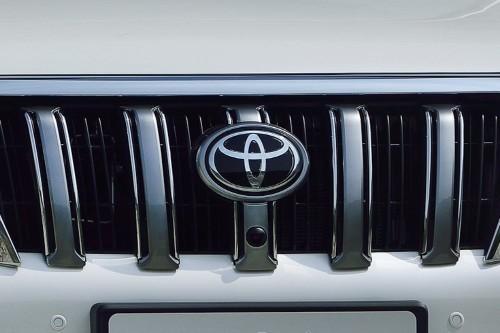 В Сети полностью рассекретили дизайн нового Toyota Land Cruiser Prado